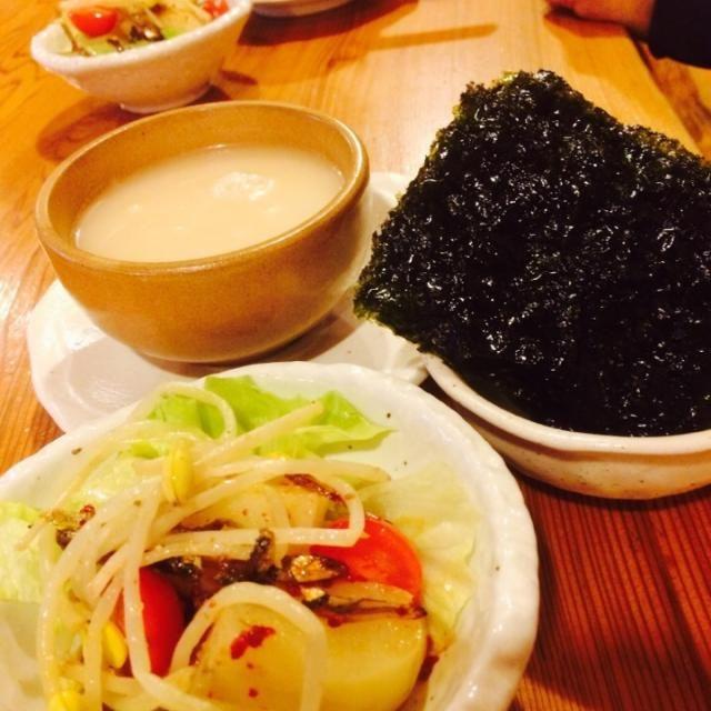昨日は同僚3人と久しぶりの飲み会でした  堺東にあるココは同僚の同級生の韓国料理店 本場マッコリでかんぱ〜い   盛り上がっちゃって、これしか写真撮れませんでした ホルモン達も美味しかったですよー あー楽しかった✨✨ 今度は忘年会だな✨ - 67件のもぐもぐ - 堺東で2軒目〜 by 31sato