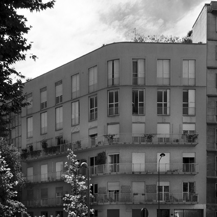foto: 2012;  architetti: M. Asnago e C. Vender;  edificio per abitazioni S. Rita Via Euripide 1;  anno 1937-38