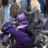 Hit Girl z Kick Ass - MotoRmania - Motocykle, skutery, newsy, testy, wydarzenia,