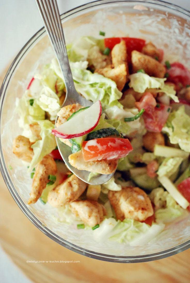 Moje Dietetyczne Fanaberie: Sałatka z kurczakiem i słodkim jogurtowym sosem