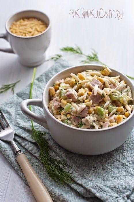 Ivka w kuchni - przepisy, fotografia i stylizacja kulinarna: Sałatka z makaronem ryżowym, świeżym ogórkiem, kukurydzą, szynką i koperkiem