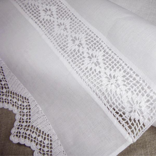 1000 id es sur le th me rideaux en crochet sur pinterest filet crochet crochet et picasa. Black Bedroom Furniture Sets. Home Design Ideas