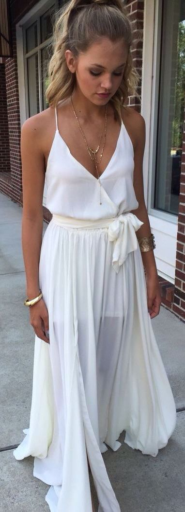 I would love to wear something like this. White maxi skirt and top always has that innocent look about it <3  So cute for a date