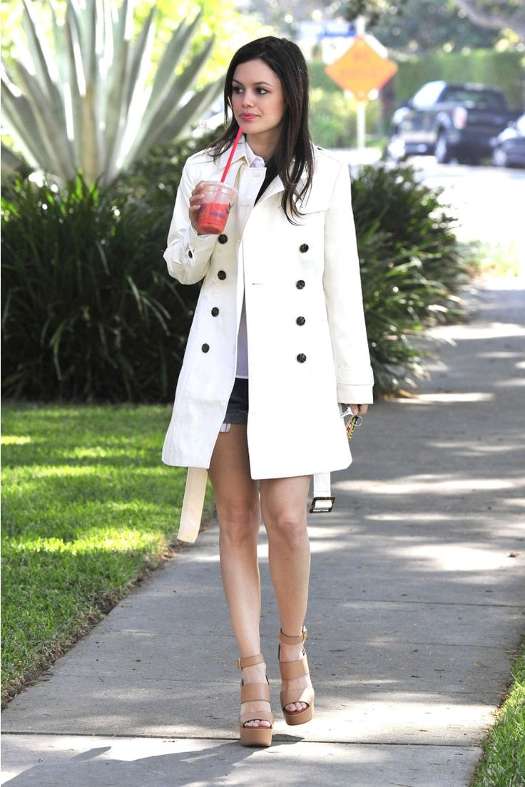 Rachel Bilson http://thefashionsupernova.com/2014/03/20/rachel-bilson-looks-hot-in-a-banana-republic-ivory-trench-coat/