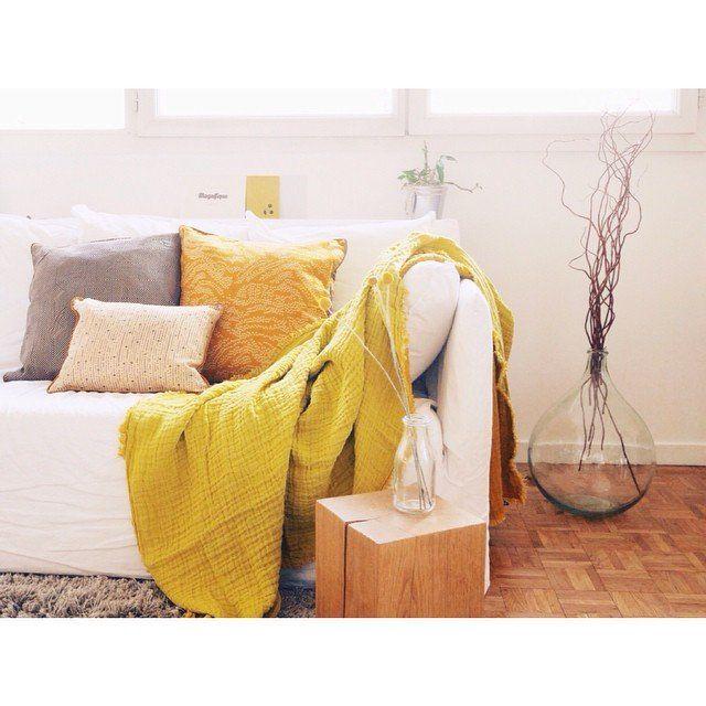 Les 39 meilleures images du tableau ambiance jaune moutarde cdc design sur pinterest - Plaid jaune moutarde ...