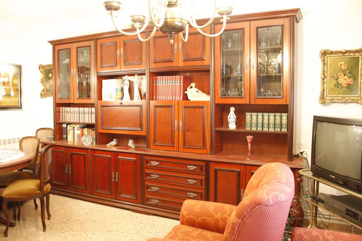 Mueble de salón antiguo - http://vaciatrasteros.com/ad/mueble-salon-antiguo/