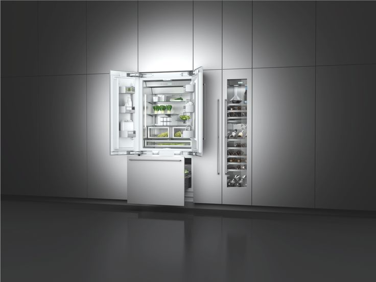 The fridge-freezer combination RY 492 offers all the benefits of the Vario cooling 400 series in one appliance. Combined with the wine climate cabinet RW 414, it forms an elegant cooling wall.