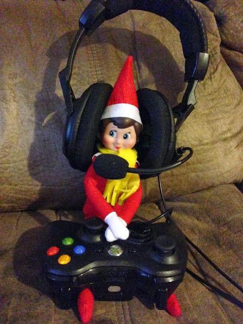 Elf on the Self playing Xbox.