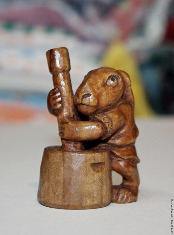 """Купить резная из дерева фигурка """"Лунный кролик"""" - коричневый, кролик, резное дерево, статуэтка, нэцке"""
