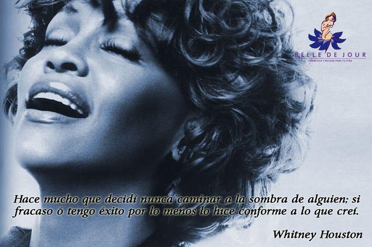 Whitney Elizabeth Houston, conocida como Whitney Houston, fue una cantante estadounidense de R, soul, pop, blues y góspel, aunque también destacó como actriz, compositora, productora, empresaria y modelo. (1963-2012)