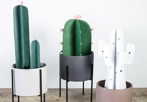 Dersom De ikke har grønne fingre, kan kunstige planter lett fungere som et dekorativt element i interiøret. Se i videoen der kaktuser brettes av papir.