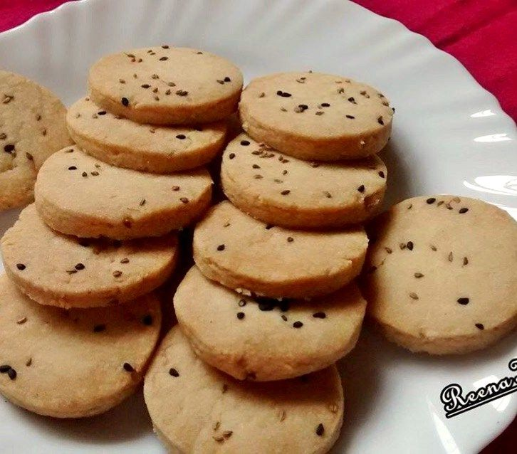 Salted cookies with carom and onion seeds