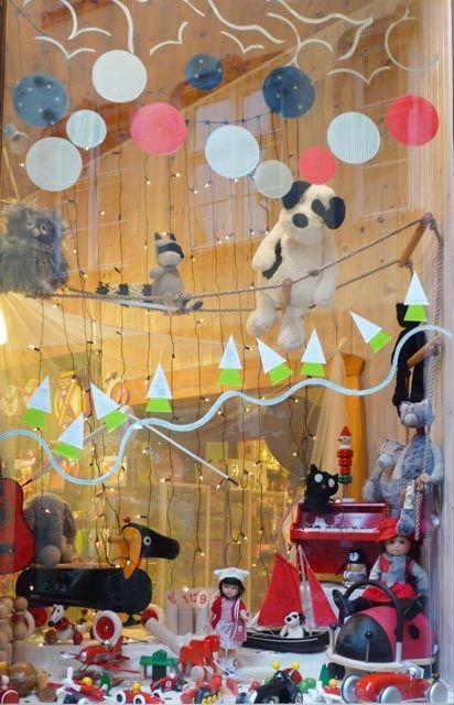 Noël à Strasbourg. Vitrine du Bilboquet, magasin de jouets.