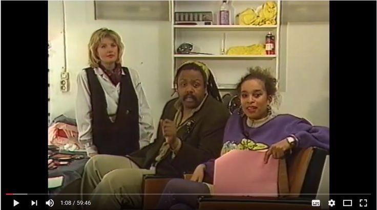 Het eerste presentatieduo op de Nederlandse televisie bestond uit Guilly Koster en Ivette Forster. Van 1987 tot 1989 presenteerden Koster & Forster aanvankelijk op Ned.1 en later op Ned.2 het VPRO televisieprogramma 'Bij Lobith'. Tweewekelijks op de zondagavond van 19.00 tot 20.00 uur kleurden het duo frêle & massief het tot dan toe witte scherm, zwart. Niet alleen omdat de presentatoren zwart waren, maar ook omdat de onderwerpen zwarte mensen en hun belangen aanspraken en beh...