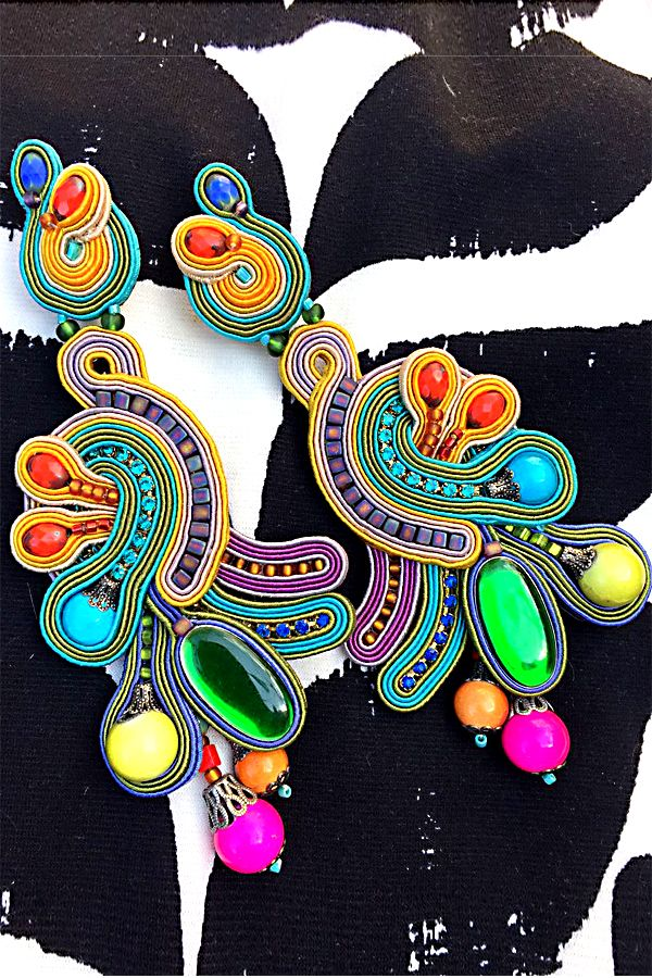 Our head-turning Euphoria earrings as seen on display at our Tel Aviv store  #doricsengeri #headturning #boldcolors #earrings #statementearrings #highfashion #couturejewelry