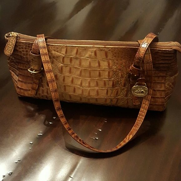 Authentic Brahmin Handbag Beautiful Brahmin Handbag. In great condition. Easy to carry size handbag. Brahmin Bags Shoulder Bags