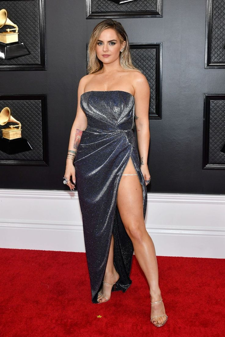 Pin By Robert Kinslow On Celebrity Beauty In 2020 Red Carpet Fashion Gorgeous Gowns Grammy Dresses Red Carpet Fashion