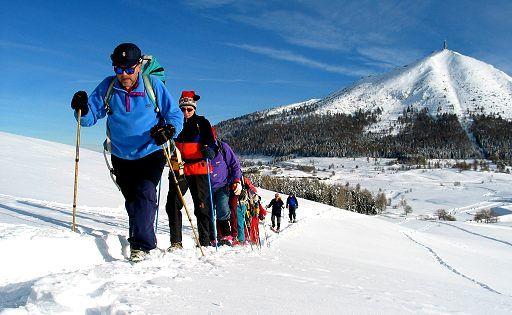 #Ciaspolate - #trekking #hiking #neve #montagna #ciaspole #racchettedaneve #sportinvernali #escursione #outdoor #divertimento #natura #sport #avventura #turismosostenibile #ecoturismo #passeggiate #passeggiare #viaggi #ecotourism