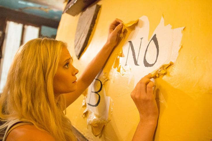First Photos - 'OUIJA HOUSE'   Tara Reid Mischa Barton and Dee Wallace