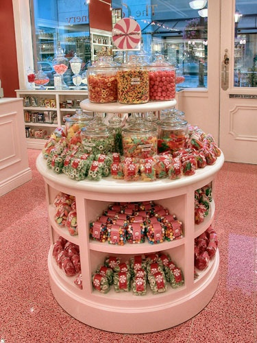 Confectionery Round Display: Sweet Shoppe, Candy Shops, Visual Merchandi, Candy Stores, Merchandi Display, Stores Photos, Boutique Ideas, Stores Ideas, Confectionery Stores