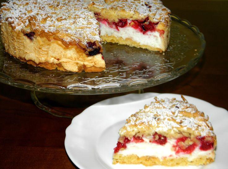 ciasto z malinami i budyniową pianką