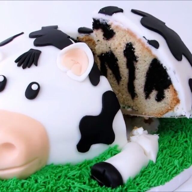 "6,729 Likes, 161 Comments - @makingofcakes on Instagram: ""Cow Cake  ( For fantastic cake and cookie decorating tips and secrets, click the link in my bio.…"""