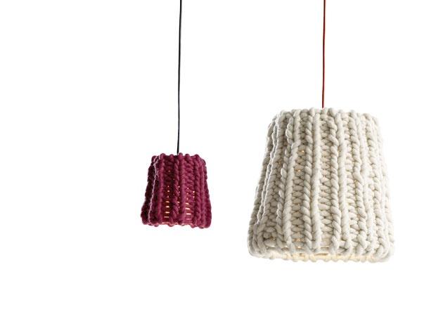 In lana dell'Alto Adige lavorata da una piccola impresa tirolese, le LAMPADE Granny di Pudelskern per Casamania by Frezza.