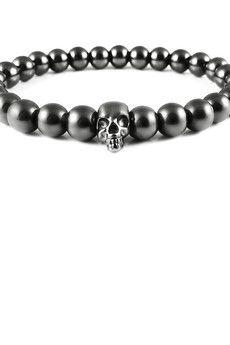 Dizarro to męska biżuteria najwyższej jakości produkowana z kamieni półszlachetnych, srebra, złota oraz kryształów Swarovski™.  Bransoletka wykonana z grafitowych hematytów oraz srebrnej, rutenowanej czaszki.Szczegóły:- czaszka z rutenowanego srebra próby 925- bransoletka wkładana na elastycznej gumce- średnica kulek: 8 mm- bransoletka zapakowana w eleganckie, czarne pudełko
