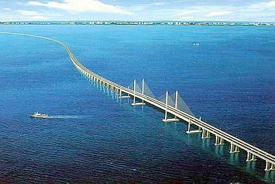 A Ponte Penangou E-36 é uma ponte dupla rodovia pedagiada que liga Gelugor na ilha de Penang e Seberang Prai na metrópole da Malásiasobre a península Malaia. A ponte está também ligado a Rodovia Norte-Sul em Prai e Jelutong a rodovia em Penang. Foi oficialmente aberta ao tráfego em 14 de setembro de 1985. O comprimento total da ponte é de 13500 metros, tornando-se entre as pontes mais longas do mundo, a maior ponte do país, bem como um marco nacional.