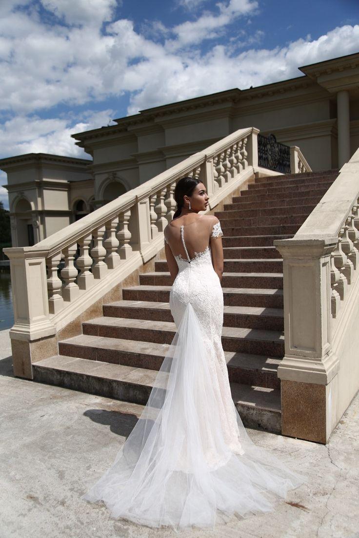 Suknia ślubna Elena - piękny dekolt na plecach i tren sukni - dostępna w Galerii Ślubu Kamea