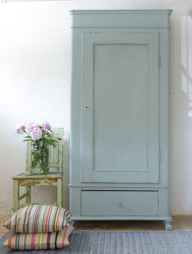 Butik Lanthandeln Vackert gammalt klädskåp i grått och turkost 10.200 kr