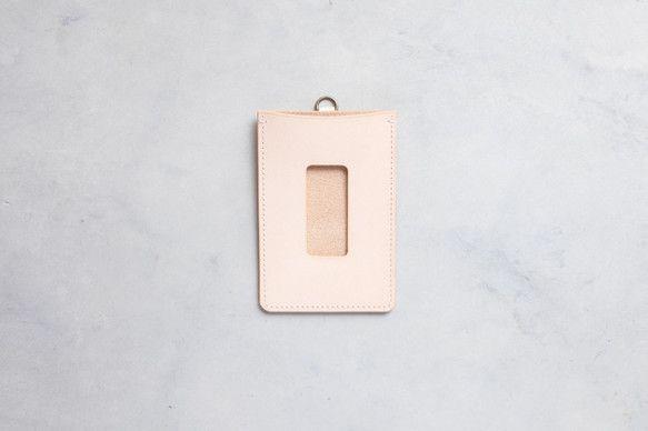 ICカードが1枚収納できるシンプルなパスケースです。(ベルトは別売りです)革は国産のタンニンなめし革を使用しています。染色をしていない革を使用しておりますので...|ハンドメイド、手作り、手仕事品の通販・販売・購入ならCreema。