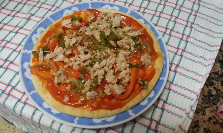 Pizza coca de pisto y atun