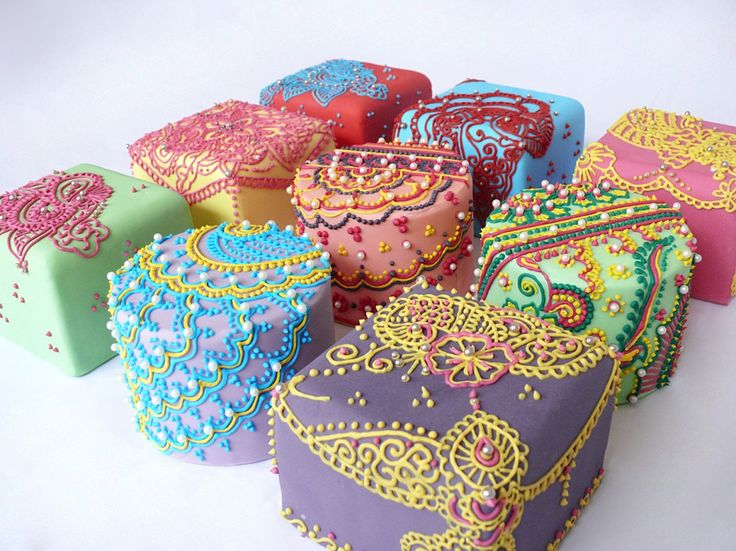 Henna-inspired cakes... We are simply obsessed with this style. So unique in all its details.. Working in our next project