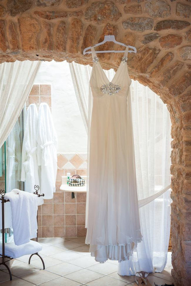 How to take your dress #budgetwedding #weddingtips http://brieonabudget.com/pinterest/