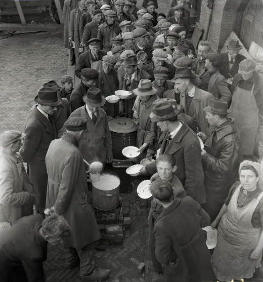 1944 - 1945. People in line at a soup kitchen at the Stenenhoofd. During the Hunger Winter in Amsterdam there's was no fuel, no petrol, no electricity. One loaf of bread and a kilo of potatoes a week per person. The farmers, still having food for sale, don't accept money. They want jewelry, gold, silver for their potatoes. More than 20,000 people lost their lives in the western part of the Netherlands during the winter of 1944-1945. #amsterdam #worldwar2 #hongerwinter