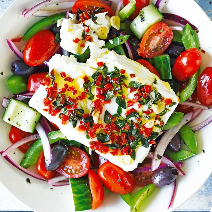 Enjoy the taste of the Mediterranean with this fresh and vibrant Greek salad. Crisp cucumber, sweet tomatoes and green pepper, topped with creamy baked feta and served alongside toasted paprika pitta chips. | Tesco