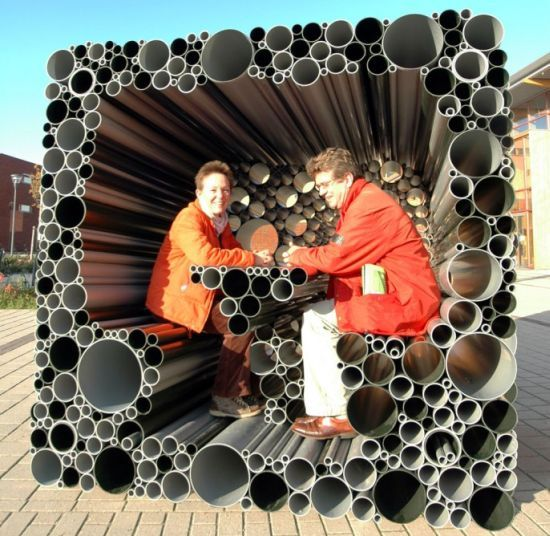 B(h)uis project seems to have derived inspiration from the manner in which the poor interact with the building construction material in the Third World. Presumptions apart the project planned by Netherlands-based Hoogte Twee Architecten explores the idea of using PVC pipes as a hollow building stone to construct an interactive pavilion or an interesting temporary residence.