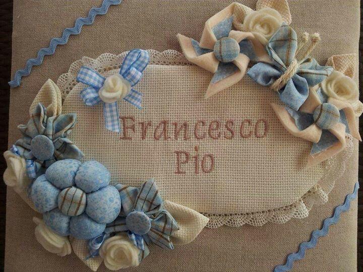 Plaquinha Oval Forrada com Flores - Cataventos e Borboletinha com Nominho