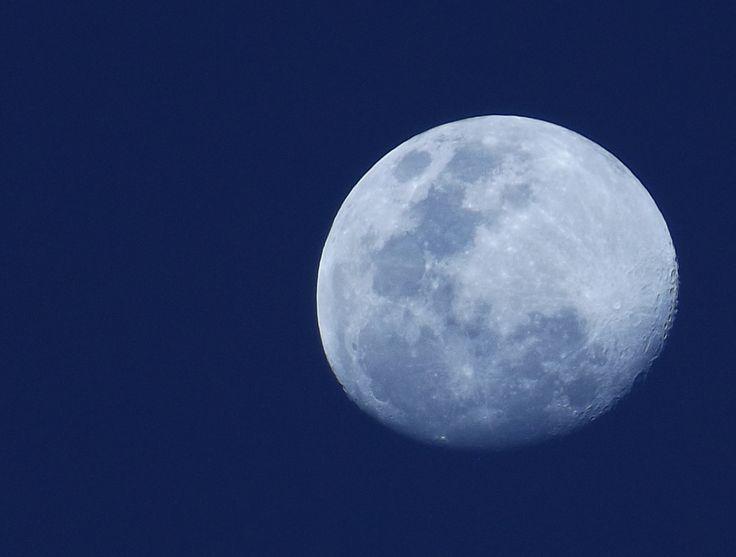 Luna al atardecer sobre La Serena