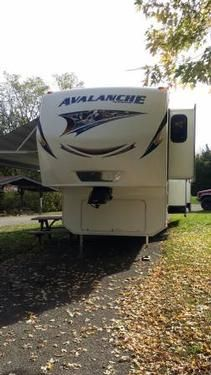 2012 Keystone Avalanche for sale by owner on RV Registry http://www.rvregistry.com/used-rv/1012793.htm