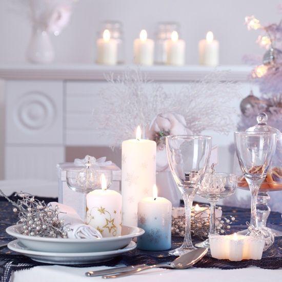 décoration de table pour Noël en bougies blanches à étoiles