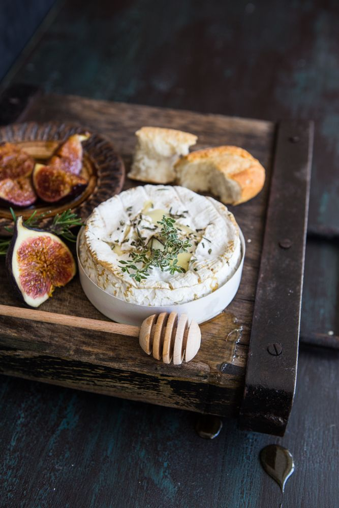 Multiculti Kitchen: OVEN BAKED CAMEMBERT WITH HONEY ROASTED FIGS