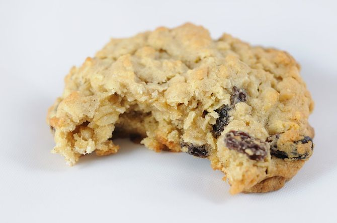 [ Healthy Oatmeal Raisin Cookies ] 3 Mashed Bananas (ripe) 1/3 cup Apple Sauce 2 cups Oats 1/4 cup Almond Milk 1/2 cup Raisins 1 tsp Vanilla 1 tsp Cinnamon