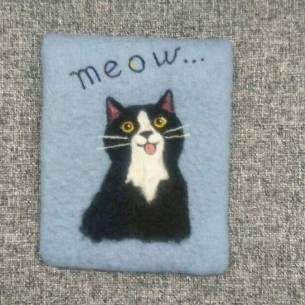 Felted meowphone case   #SkojSkojDesignStudio #woolcraft #woolart #feltingwool #feltingwork #cat #cats #blackcat #huovutus #handmade #home #giftidea #petstagram #catstagram #instalike #instagoods #instamood #lifestyle