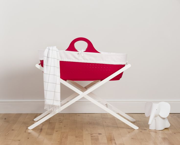 Con la nuova cesta per #neonati moba, in materiale anallergico e resistente, essere #mamma è ancora più #vintage! Gurda il video per maggiori info: http://ndgz.it/cesta-neonati-moba