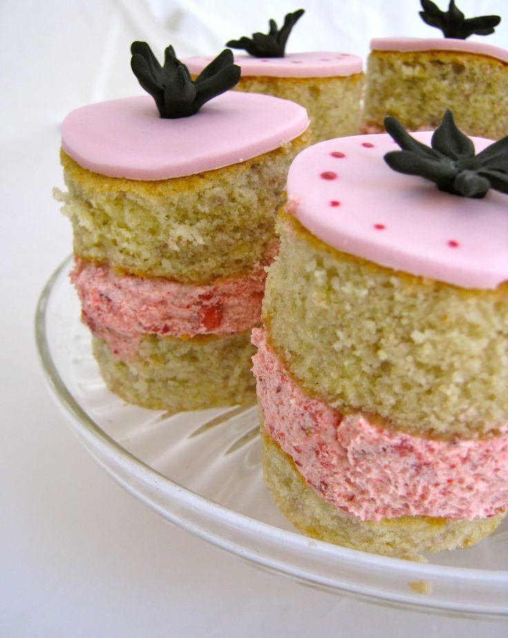 Mini Strawberry Venus Cakes