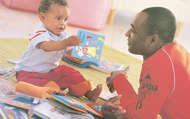 Olvasás a babának: hogyan vehet benne részt az apuka?