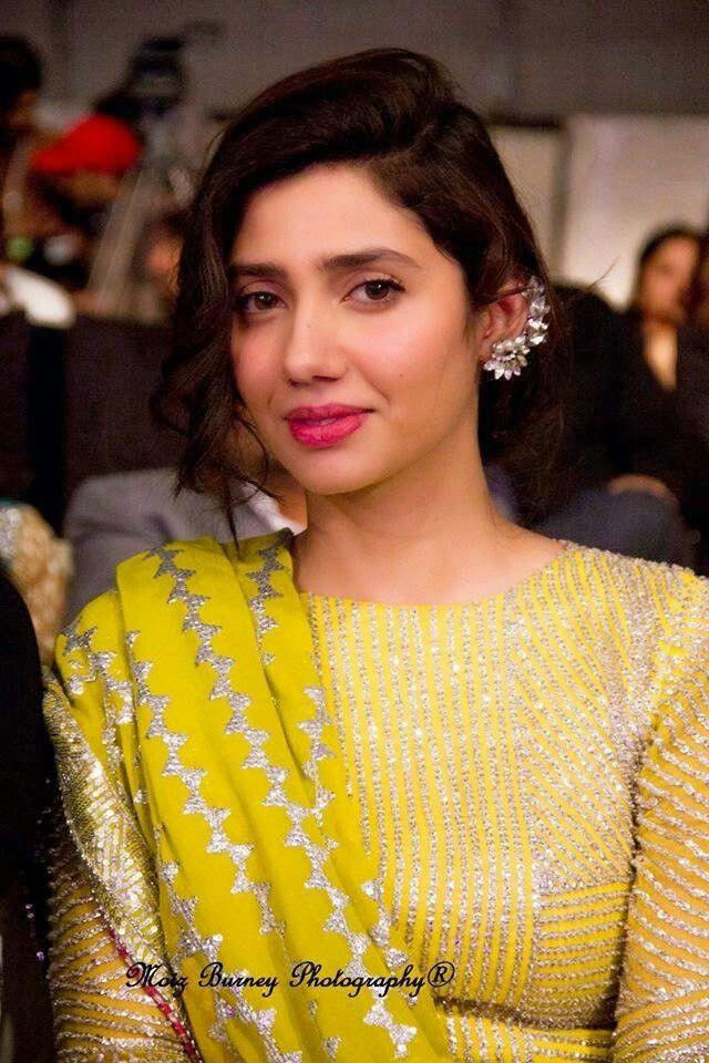 Mahira khan in yellow