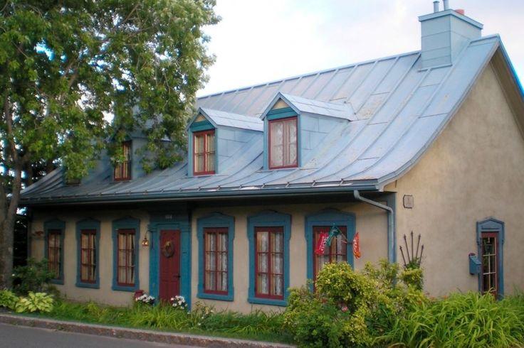 La maison Étienne-Latouche, construite en 1835 et allongée vers l'est en 1855. Photo fournie par l'APMAQ